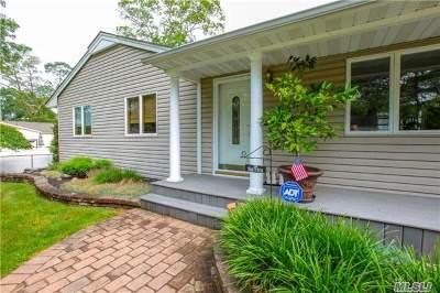 Ronkonkoma Single Family Home For Sale: 235 Iroquois St