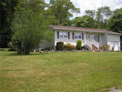 Farmingville Single Family Home For Sale: 33 Oakcrest Ave