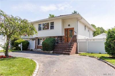 Bellmore Single Family Home For Sale: 2025 Oak Ct