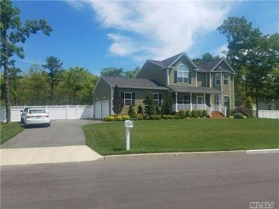 Center Moriches Single Family Home For Sale: 4 Ninth St