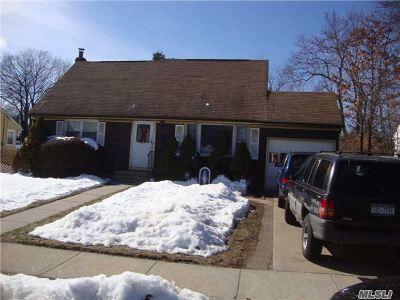 Farmingdale, Hicksville, Levittown, Massapequa, Massapequa Park, N. Massapequa, Plainview, Syosset, Westbury Single Family Home For Sale