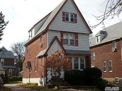 Lynbrook Single Family Home For Sale: 112 Tottenham Rd