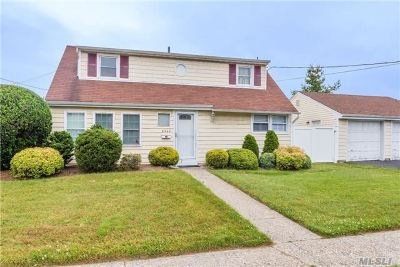 Bellmore Single Family Home For Sale: 2545 Saint Marks Ave