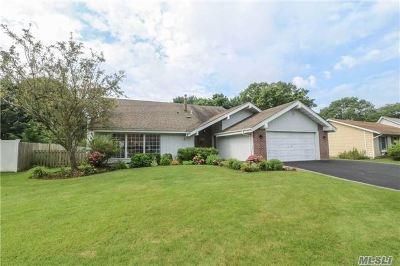 Holbrook Single Family Home For Sale: 50 Joanne Dr