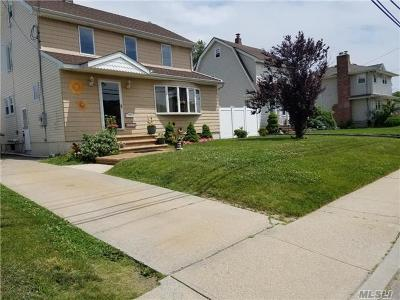 Bellmore Single Family Home For Sale: 813 Ardmore Pl
