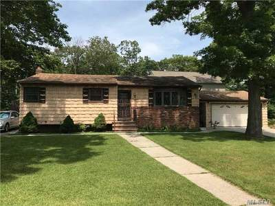 Wyandanch Single Family Home For Sale: 16 Lake Pl