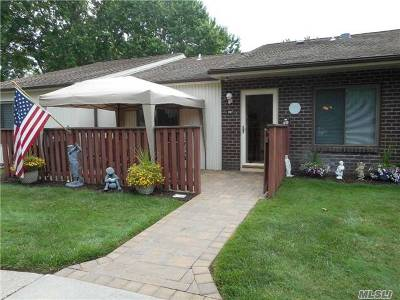 Coram Condo/Townhouse For Sale: 213 Birchwood Dr
