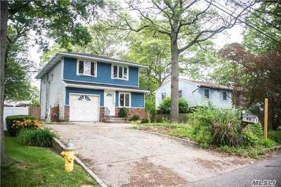 Ronkonkoma Single Family Home For Sale: 83 1st St