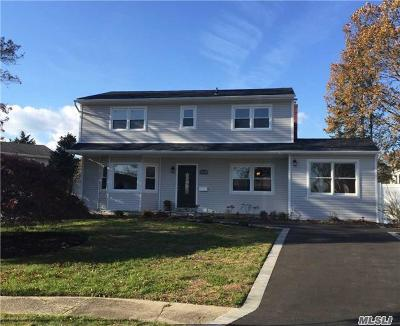 Islip Single Family Home For Sale: 7 View Ct