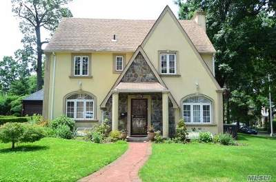 Jamaica Estates Single Family Home For Sale: 81-04 Chevy Chase St