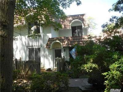 Coram Condo/Townhouse For Sale: 332 Clubhouse Ct