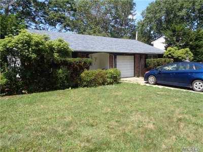 Centereach Single Family Home For Sale: 36 Starfire Dr