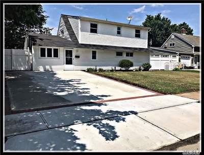 Hicksville Single Family Home For Sale: 34 Spray Ln