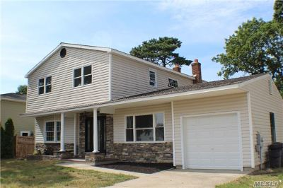 Lake Ronkonkoma Single Family Home For Sale: 19 Vega Dr