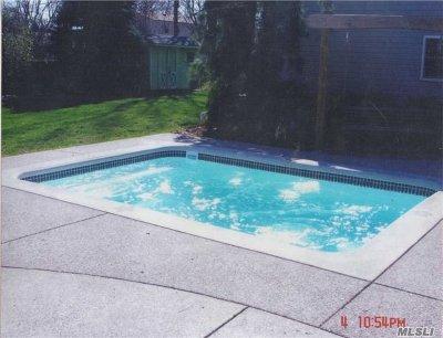 Long Beach Single Family Home For Sale: 49 Kirkwood St