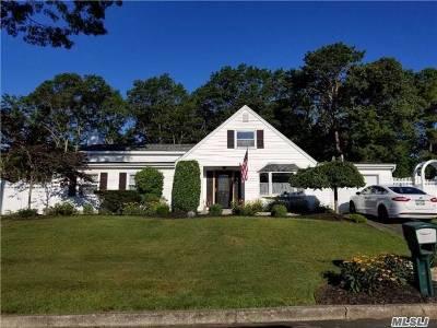 Farmingville Single Family Home For Sale: 20 Ramsy Ln