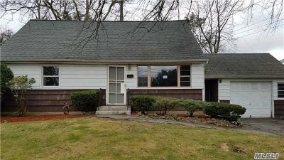 Huntington Single Family Home For Sale: 21 Pine Tree Rd