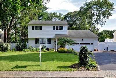Smithtown Single Family Home For Sale: 18 Stuyvesant Ln