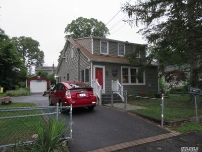 Lake Ronkonkoma Single Family Home For Sale: 20 Blythe Rd