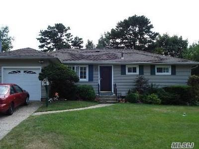 Bay Shore NY Single Family Home For Sale: $319,000