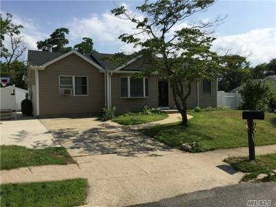 central Islip Single Family Home For Sale: 39 Walnut St