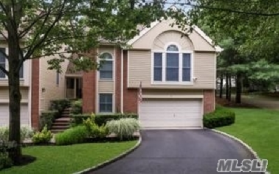 Smithtown Condo/Townhouse For Sale: 4 Willow Ridge Dr