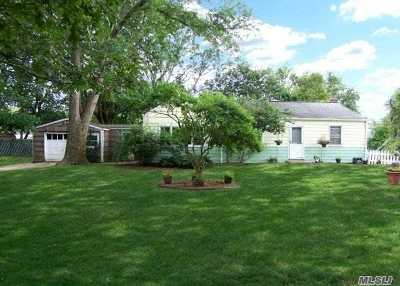 Centereach Single Family Home For Sale: 116 N Coleman Rd