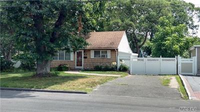 Centereach Single Family Home For Sale: 128 Dawn Dr