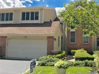 Smithtown Condo/Townhouse For Sale: 33 Willow Ridge Dr