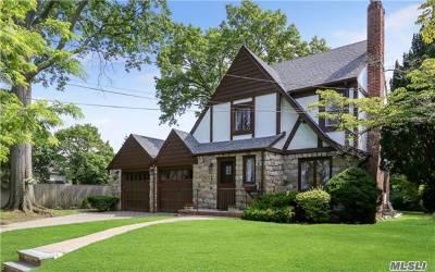 Lynbrook Single Family Home For Sale: 206 Kensington Rd