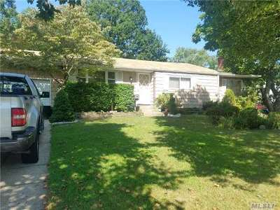 central Islip Single Family Home For Sale: 224 Sugarwood Ln