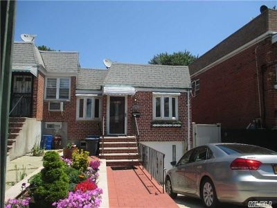Middle Village Single Family Home For Sale: 62-23 65th St
