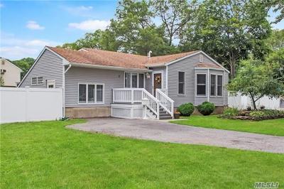 S. Setauket Single Family Home For Sale: 2 Antler Ln