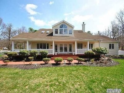 Manorville Single Family Home For Sale: 1 Ginny Ct
