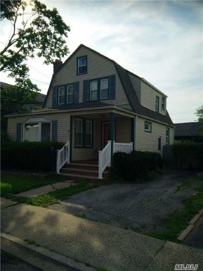 Woodmere Single Family Home For Sale: 1075 Cedar Ln