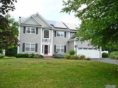 Hauppauge, Nesconset Single Family Home For Sale: 5 Hearthstone Ln