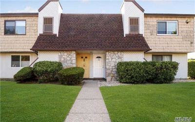 Suffolk County Co-op For Sale: 125 S Pointe Cir #125
