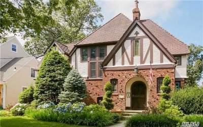 Rockville Centre Single Family Home For Sale: 30 Roxbury Rd