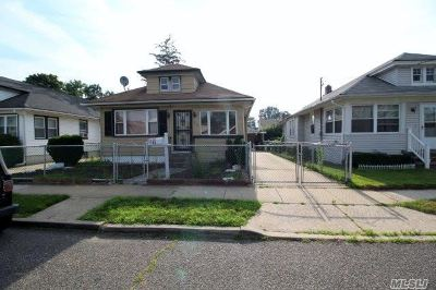 Roosevelt Single Family Home For Sale: 40 Ronald Pl