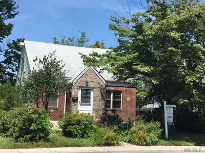 Bayside Single Family Home For Sale: 210-03 53 Ave