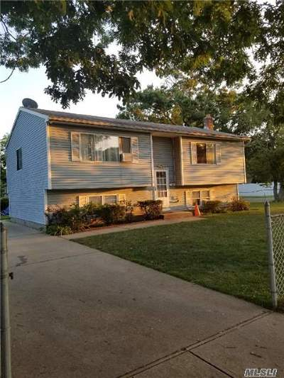 Copiague Single Family Home For Sale: 302 40th St