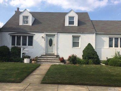 Valley Stream Single Family Home For Sale: 233 Hendrickson Ave