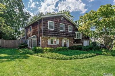 Hauppauge Single Family Home For Sale: 58 Village Ln