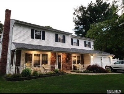 Holbrook Single Family Home For Sale: 122 Gainsborough Rd