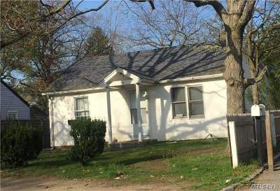 Wyandanch Single Family Home For Sale: 164 Lake Dr