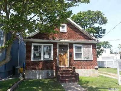 Inwood Single Family Home For Sale: 108 Roger Ave