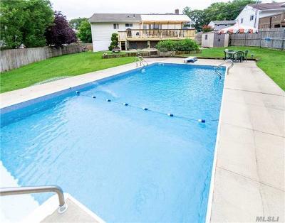 Smithtown Single Family Home For Sale: 32 Weston Ln