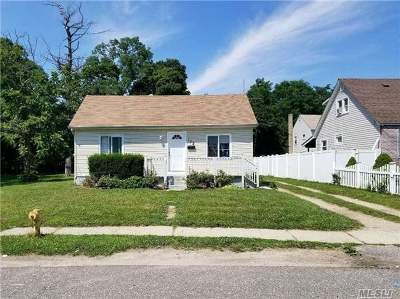 Amityville Single Family Home For Sale: 172 Steele Pl