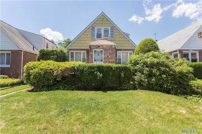 Fresh Meadows Single Family Home For Sale: 58-20 192nd Street