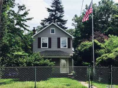 East Islip Single Family Home For Sale: 81 Division Ave